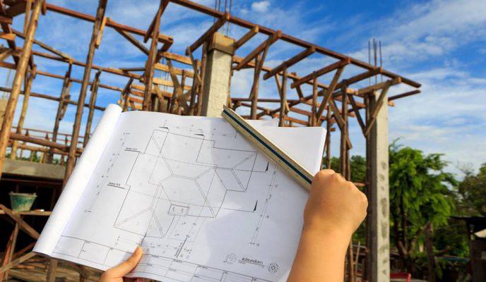 Phương pháp tính giá thành theo bảng dự toán xây dựng: Dựa trên hồ sơ thiết kế kiến trúc chi tiết của công trình, đối với công tác xây thô ta sẽ tổng hợp được khối lượng, vật tư, nhân công cần thiết để thi công các hạng mục như: công tác chuẩn bị, đào đất, công tác bê tông, bê tông móng, xây gạch, tô, điện nước, công tác hoàn thiện… Tổng hợp lại ta sẽ được dự toán xây dựng phần thô công trình. Bảng tổng hợp dự toán xây dựng phần thô công trình Tương tự, ta cũng có dự toán hoàn thiện công trình với các hạng mục như: cung cấp lắp đặt cửa, gạch lát, đá granit, trần thạch cao, sơn nước, hệ thống điện nước, các công tác hoàn thiện khác… tùy theo qui mô công trình mà có những hạng mục cụ thể riêng, ví dụ: Dự toán hoàn thiện hạng mục lát gạch Tổng hợp lại các hạng mục hoàn thiện ta được bảng dự toán kinh phí hoàn