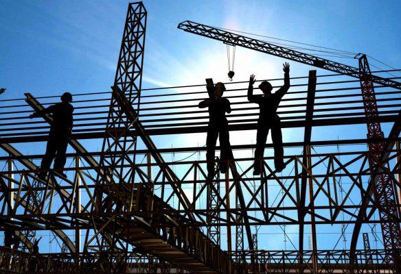 Phương pháp tính giá thành theo bảng dự toán xây dựng:  Dựa trên hồ sơ thiết kế kiến trúc chi tiết của công trình, đối với công tác xây thô ta sẽ tổng hợp được khối lượng, vật tư, nhân công cần thiết để thi công các hạng mục như: công tác chuẩn bị, đào đất, công tác bê tông, bê tông móng, xây gạch, tô, điện nước, công tác hoàn thiện… Tổng hợp lại ta sẽ được dự toán xây dựng phần thô công trình.  Bảng tổng hợp dự toán xây dựng phần thô công trình  Tương tự, ta cũng có dự toán hoàn thiện công trình với các hạng mục như: cung cấp lắp đặt cửa, gạch lát, đá granit, trần thạch cao, sơn nước, hệ thống điện nước, các công tác hoàn thiện khác… tùy theo qui mô công trình mà có những hạng mục cụ thể riêng, ví dụ:  Dự toán hoàn thiện hạng mục lát gạch  Tổng hợp lại các hạng mục hoàn thiện ta được bảng dự toán kinh phí hoàn thiện công trình:  Trên đây là một số phương pháp tính giá thành xây dựng phổ biến, nếu bạn cần tư vấn thêm về các phương pháp này cũng như các vấn đề khác liên quan tới lĩnh vực thi công xây dựng, đừng ngại liên hệ với Phòng Kỹ Thuật Thi Công để được tư vấn miễn phí.  Việt Architect Group là một trong những đơn vị tư vấn kiến trúc xây dựng có nhiều năm kinh nghiệm, là sự kết hợp của các kiến trúc sư từ ba miền đất nước ( Hà Nội, Đà Nẵng, Tp Hồ Chí Minh …).  Chúng tôi tâm niệm rằng khi thiết kế một công trình kiến trúc – dù là những ngôi nhà nhỏ, hay những căn hộ chung cư nhiều tầng – tất cả đều phải chứa đựng trong đó sự chân thật – sự chân thật (của) kiến trúc và sự chân thật của người thiết kế với mong ước rằng công trình đó phải thực sự phù hợp và đáp ứng được một cách tối ưu nhu cầu, cá tính và mục đích của người sử dụng.  Liên hệ trực tiếp với